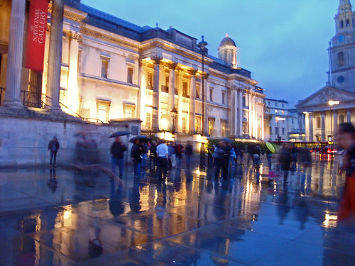 Raining, Trafalgar Square, London museum night by Julie70