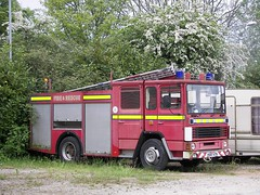 Forlorn Fire Engine. (Renown) Tags: limo firetruck fireengine dennis northeast firerescue outofuse fireappliance pumpladder h687atn