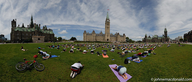 Yoga Lululemon Record of 575 People