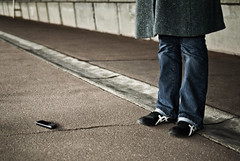 ! (janbat) Tags: bridge paris feet sol mobile 35mm nikon shoes phone ground asics pont f2 d200 nikkor asphalt gsm ladfense chaussures tlphone misss jbaudebert