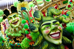 It's Carnival in Brazil, it's Show time ! (Xavier Donat) Tags: carnival green colors smile rio brasil riodejaneiro fun happy 50mm colorful blogged colored alegria festa 2009 d300 explored cidadedosamba acadmicosdogranderio challengewinner anodafrananobrasil