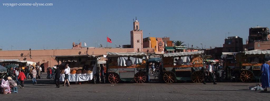 La mosquée Quessabine et ses étals de jus dagrumes