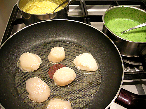 煎干貝佐玉米泥和水田芥汁-090311