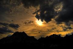 Atardecer en las montaas (hiskinho) Tags: sunset sky cloud sun mountain sol clouds landscape atardecer soleil paisaje ciel cielo nubes nuage nuages hdr nube montaas