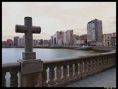 Gijón_playa (pulgacroft) Tags: city sea beach mar asturias playa cruz gijon