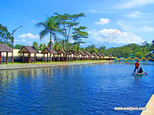 Wendit Swimming Pool