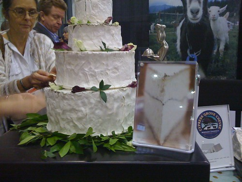 humboldt fog wedding cake by foodietots.