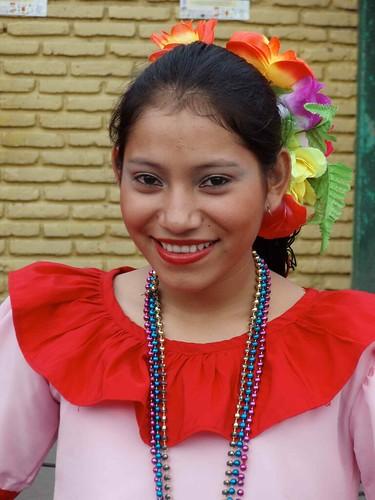 Muchacha bonita vestida para una presentación de baile - Pretty girl dressed for a dance presentation; Matagalpa, Matagalpa, Nicaragua