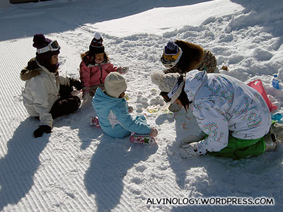 Kids making snowmen