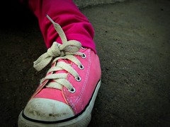 Little Shoe (*Vix*) Tags: pink playing shoe toddler dirty niece converse kicks chucks sobrina jugando zapato sucio pinkshoe pinkconverse colourartaward converseforkids