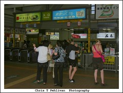 Kamakura Train Station (CTPPIX.com) Tags: trip travel vacation people signs japan canon asian japanese asia legs kamakura urlaub ct tourists short nippon ctp japon nihon japanesewomen japanesesigns whitegirls adidasshoes ctpehlivan christpehlivan ctppix westerngirls tabelalar kamakuratrainstation