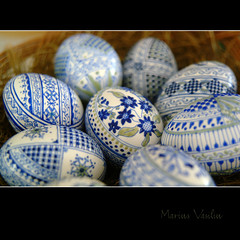 forget-me-not (Bazalai) Tags: blue art motif museum composition painting easter design artwork symbol artistic drawing geometry decorative patterns painted traditional egg craft ornament ou romania eggs wax geometrical colourful ornamental technique coloured romanian eggshell decorated roumanie motives ovoid simbol bucovina ressurection rumänien vopsit românia decorativ bukowina desen românesc pictat mariusvasiliu terradesign bazalai bucovine bucovinean paşti paşte înviere ouă artă oudepaşti încondeiat închistrit compoziţie tehnică meşteşug tradiţie chişiţă ceară