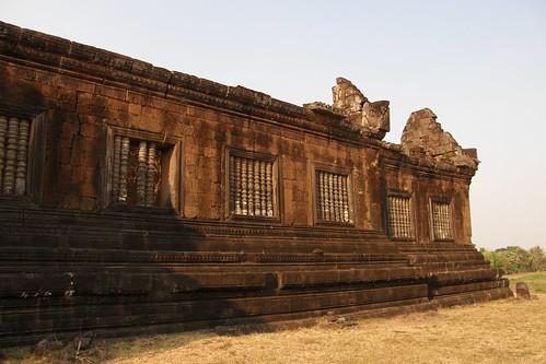 58.夕陽照耀毀壞的Wat Phu Champasak遺跡