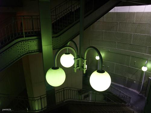 lampadaires verts de la station Cité