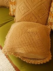 """Capas para Almofadas (Santinha - Casas Possíveis) Tags: linhas casa artesanato fuxico patchwork chita panos joaninha bordados canguru costura elefantes croché crochê costuras decorar bainhas sianinhas fuxicando """"blogcasaspossíveis"""" """"colardefuxico"""" """"colaresdefuxico"""" """"chaveirodecrochê"""" """"feitoamão"""" """"madeinbrazil"""" """"panosdeprato"""" """"panosparacopa"""" """"vasodechita"""" """"vasodefuxico"""" """"almofadasdefuxico"""" """"almofadasdecrochê"""" """"coisasdazélia"""" """"idéiasparaacasa"""" """"elefantesdecrochê"""" """"tudodecrochê"""" """"artsbrazilian"""" """"panoselinhas"""" """"tapetedebarbante"""" """"tapetedecrochê"""" """"aviamentosemgeral"""" """"entrelinhaseagulhas"""" """"chitaefuxico"""" """"fuxicoecrochê"""" """"panosparaacozinha"""" """"idéiasdetapetes"""" """"tapetesartesanais"""" """"almofadasartesanais"""" """"vasodepimentas"""" """"acessóriosparadecoraracozinha"""" """"tampinhadegarrafas"""" """"aparadordemesa"""" """"fuxicodeluxo"""" """"luxoemfuxico"""" """"aiquefuxico"""" """"artesanatoemfuxico"""" """"linhaseagulhas"""" """"trabalhosmanuais"""" """"feitoàmão"""" """"decozinha"""""""