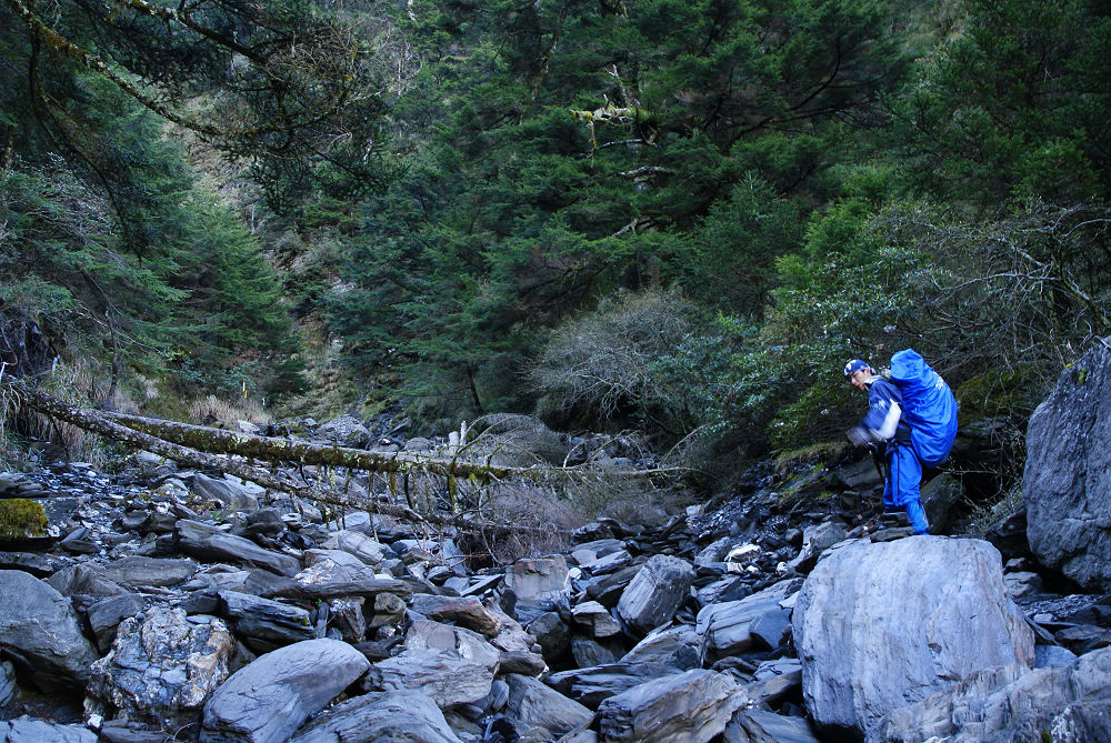 奇萊Day2-04 溪谷石頭路