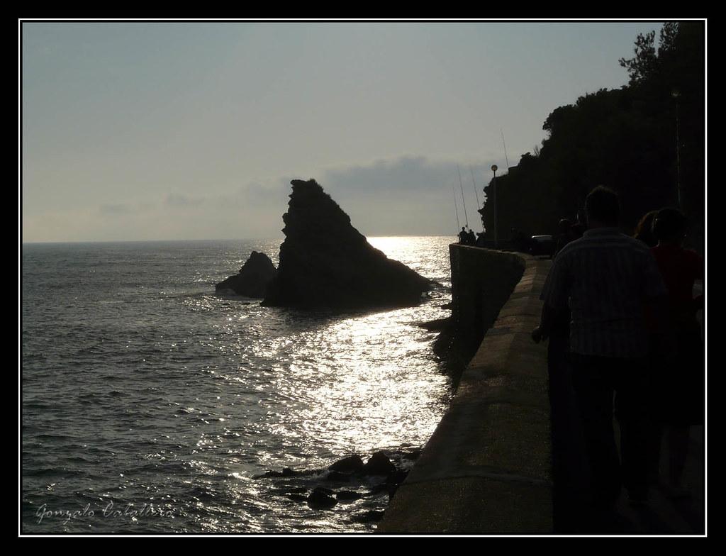 Pescando al atardecer en Biarritz
