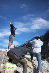 "How low can you go ""down"" (MangAndri ...on/off) Tags: mountain rock indonesia kodak crater bandung batu kawahputih ciwidey jawabarat patenggang patengan kodakm753 belerang mangandri"