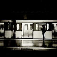 Seule... (¤ caroline ¤) Tags: paris mobile metro android métroparisien carolinegaume htcdesire
