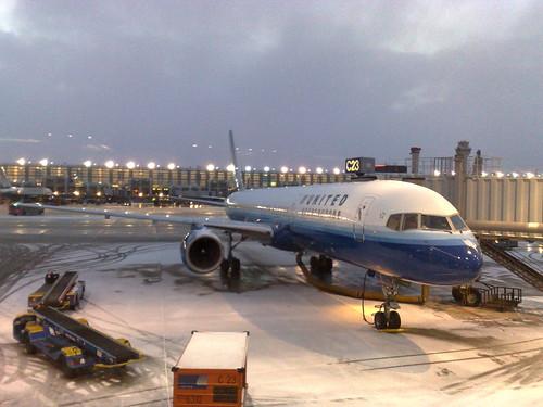 757 com neve no nariz e motor