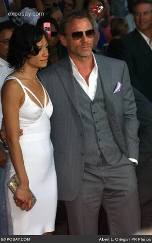 daniel_craig_and_satsuki_mitchell_0i3Rc
