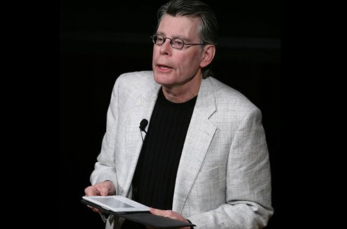 Stephen King with Kindle by gotkindle.