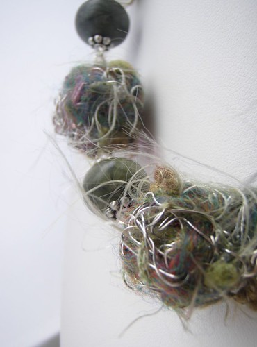 peas r green flotsam wire and fibre choker