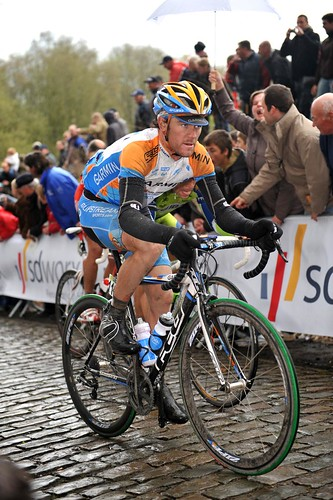 Sutton, Wiggins make the split; Dean crashes in wet/wild Gent-Wevelgem