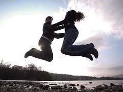 JUMP! (frank stehl) Tags: girls sky lake beach silhouette speed fun scotland jump jumping outline excitement balloch lochlomond actionshot froschperspektive 19mm ricohgx200 boardtunedmusic webmecomstehly boartunedmusic