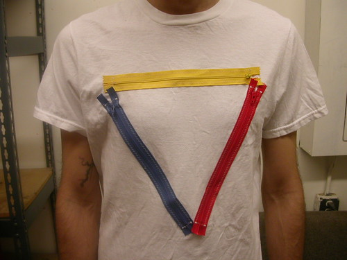 zipper slice t-shirt - primary triangle 003