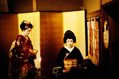 tea ceremony (moaan) Tags: leica 50mm kyoto f10 maiko geiko utata 京都 kitano noctilux tradition 2009 leicam7 odori m7 croped 北野 芸妓 舞妓 kaburenjo kitanoodori 北野をどり 上七軒歌舞練場 japanesetradition 歌舞練場 leicanoctilux50mmf10 otemae ichimame kodakektachrome400x 市まめ お茶席 お点前 kamishichikenkaburenjo ichimomo 市桃 ochaseki giltfoldingscreen gettyimagesjapanq1 gettyimagesjapanq2