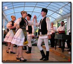 Dans popular românesc/ Romanian traditional dance and constumes