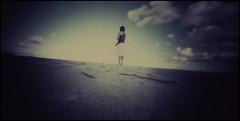 frias de abril (edisonangeloni) Tags: praia pinhole filme pinholephotography bertioga cromo stenopeica caixadefsforos