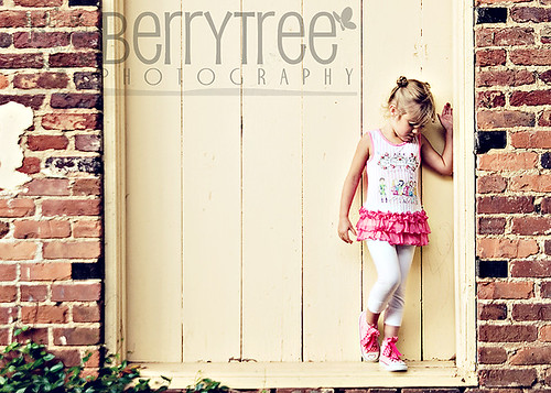 3601886324 94d95b06e3 Urban fun (and a whole lot of fashion)!   BerryTree Photography : Canton, GA Child Photographer