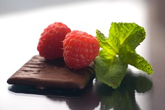 Raspberry, Mint Dark Chocolate (Jim U) Tags: food home mint raspberry aftereight darkchocolate kenkoextensiontubes glasssurface sony900 minolta85mm14grs