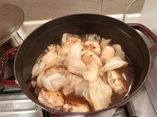 雞肉丸子高麗菜煮