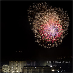 I fuochi di Mercu Scrot 2014 (beppeverge) Tags: fireworks carnevale vino fuochiartificiali goliardia magoni magun festadipaese mercuscurot perugin spettacolopiritecnico beppeverge borgoseia carnevaloneborgosesiano ciucatun magunella