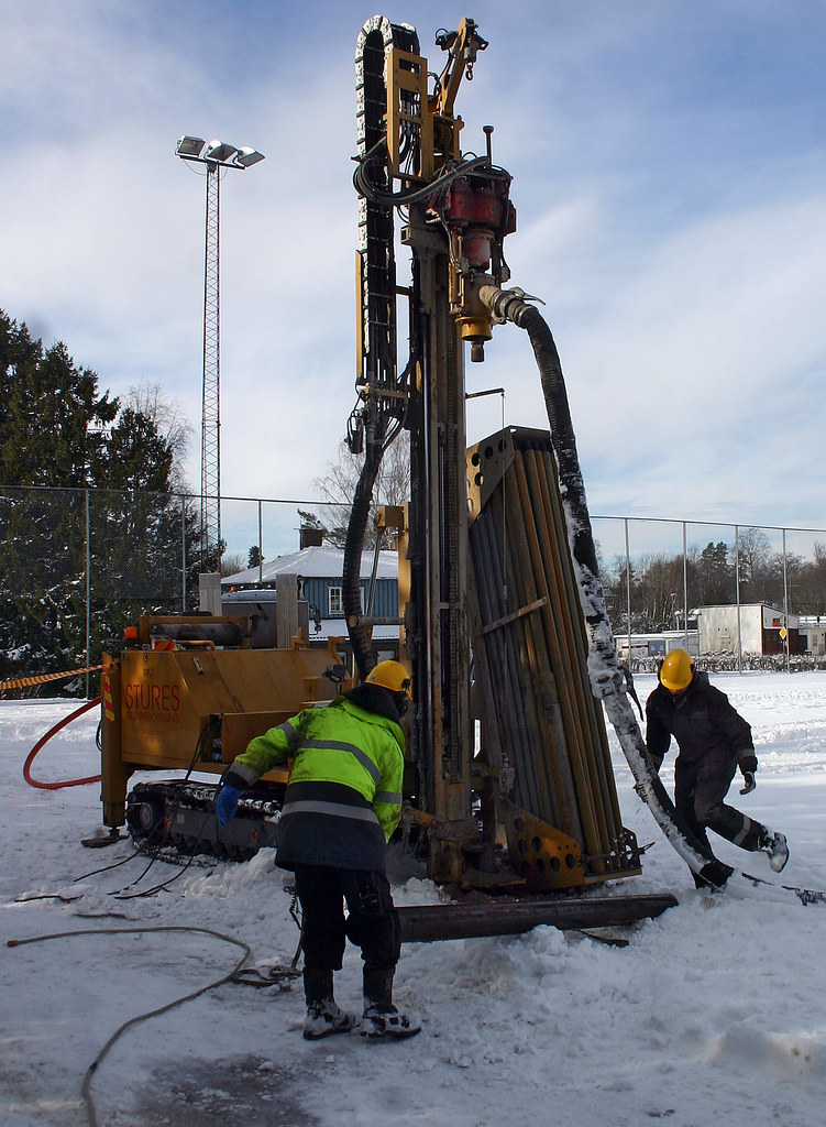 Setting up the drilling rig