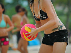 O' Lala, Dodgeball! (Filan) Tags: beach sports fun singapore asia palawanbeach dodgeball singapura beachbum palawan siloso uniquely filan silosobeach bokehlicious filanthaddeusventic flickraward beachhbabe   filannikon filand3 filantography nikonfilan filanthography nikonianfilan iamfilan