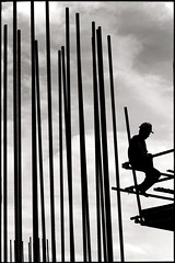 [ the worker ] the metal bamboo (fly) Tags: thailand workers asia worker pattaya thailande ixtlan ktech earthasia fly simonkolton