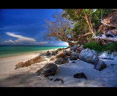 Bamboo island (Wilfried.B) Tags: ocean travel sea mer holiday beach nature water canon thailand island asia raw phi wide bamboo ko tropical asie koh 1022mm hdr krabi thailande andaman photomatix 40d wilfriedb