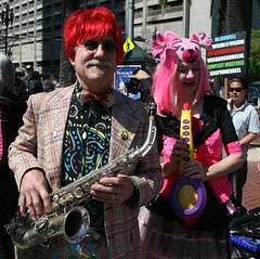 Horn People (Generik11) Tags: sf people music parade frankchu sfist mcdowell 12galaxies saintstupid ststupidsday09 complicitinsistence vosgrobrunical