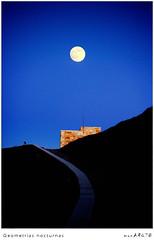 Geometrías nocturnas (MONCHO REY) Tags: blue moon building praia beach azul night camino pentax away playa luna fullmoon nocturna curve lunallena construcción darkblue curva llas k20d monchorey monarq78