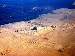 egitto_a 013 - le piramidi di Saqqara (molovate poco presente) Tags: canon fly ali volo cielo viaggio egitto saqqara piramidi powershota80 nilo volare aere piramideagradoni tafme