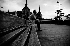 Autres perspectives (enteo botus) Tags: madrid street white black blancoynegro canon photography eos spain noir d 400 et blanc negre moncloa egpaa souvrirdautresperspectives