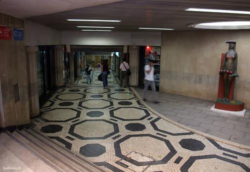 Dentro da estação de Picoas, o estilo é mais clássico para uma cidade como Lisboa