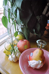 Garlic and Fruit (dans240z) Tags: stilllife slr film apple kitchen analog 35mm pear garlic analogue kodakgold200 nikkormatft2 pinkbowl 135film pittsburghphotographer danwetmore dans240z