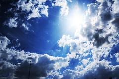 Me ama todos los martes soleados de cielo azul de mayo