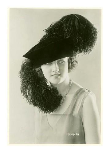 008- Elaborado sombrero de plumas 1920