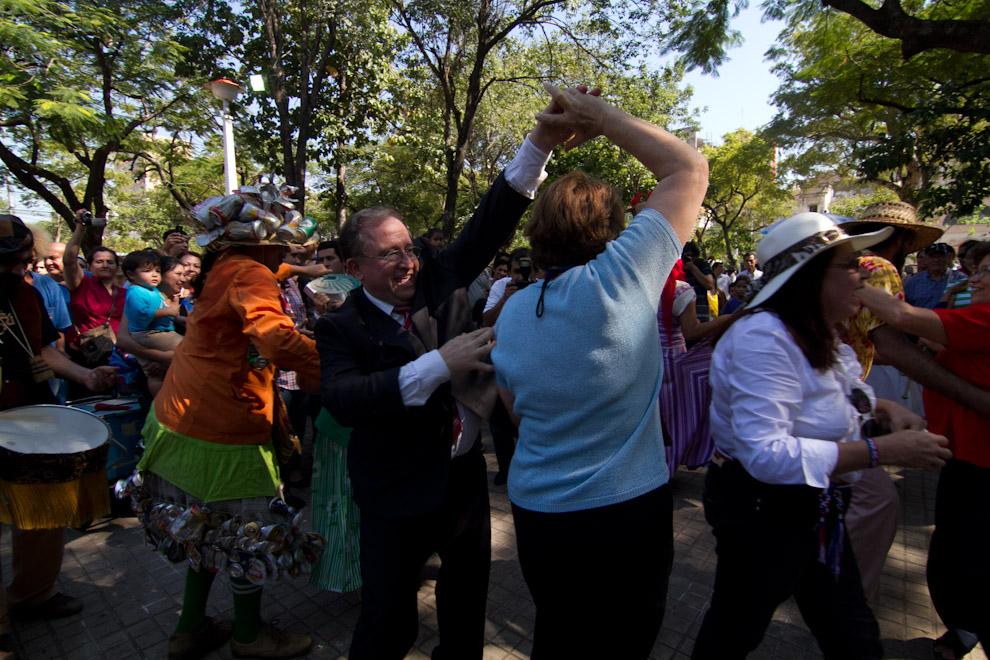 En medio de bailes y música se desarrolló la recreación del Mercado Guasú el día viernes 13 en horas de la mañana. (Tetsu Espósito - Asunción, Paraguay)